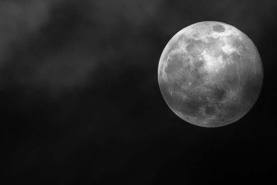 Memotret Bulan dengan Lensa Tele