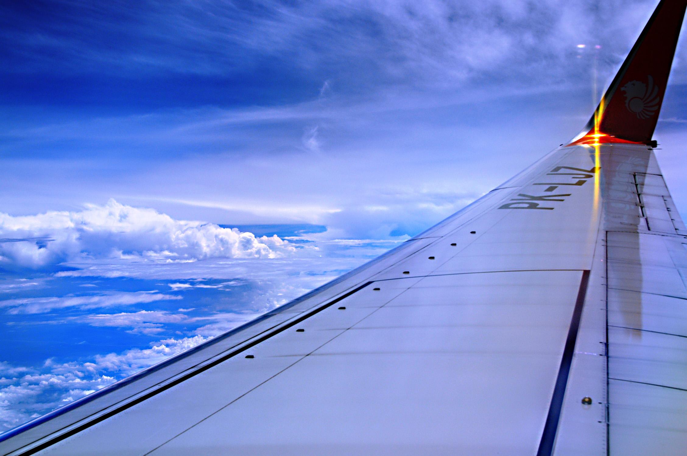 Memotret di Dalam Pesawat